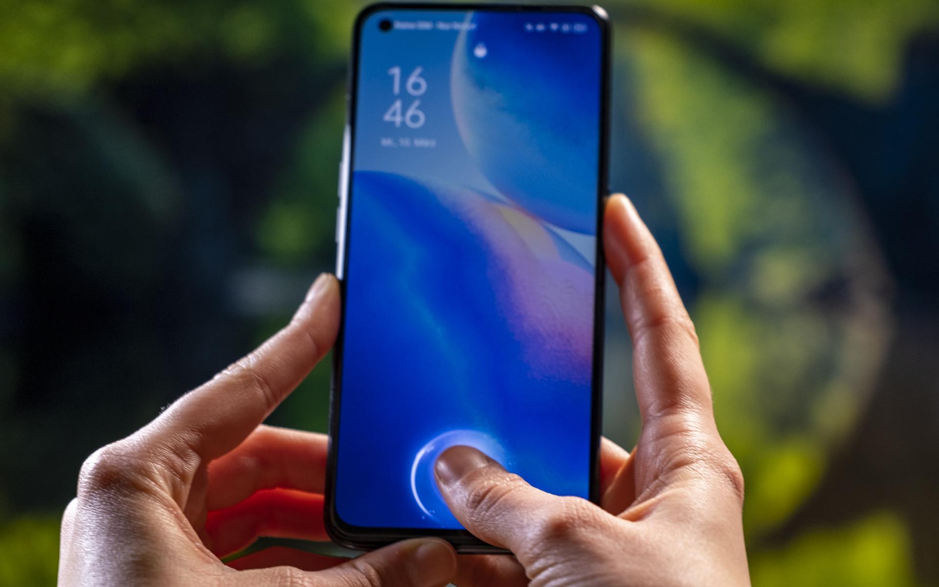 OPPO Find X3 Lite 5G Seite Fingerabdruck 2