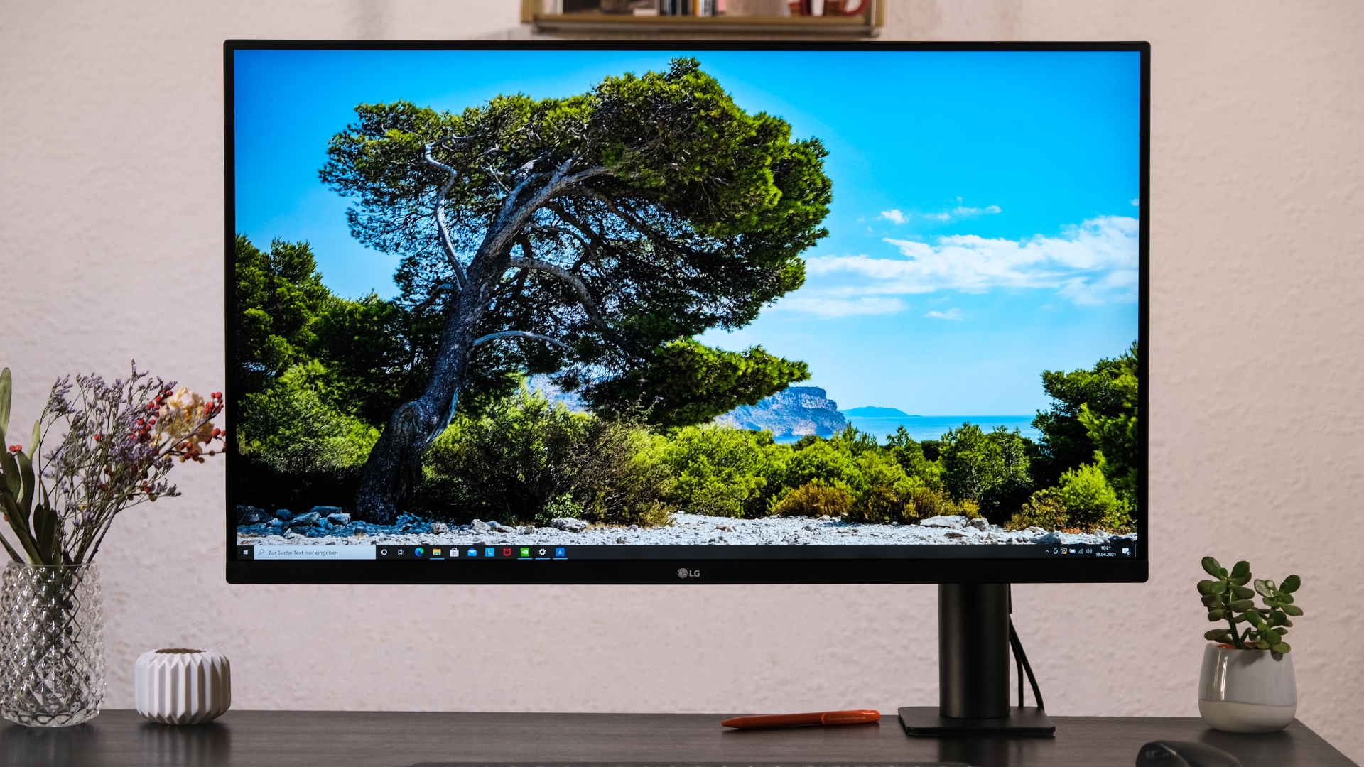 LG 32UN880-B Ergo Ultrafine Monitor Test Review Frontal 2