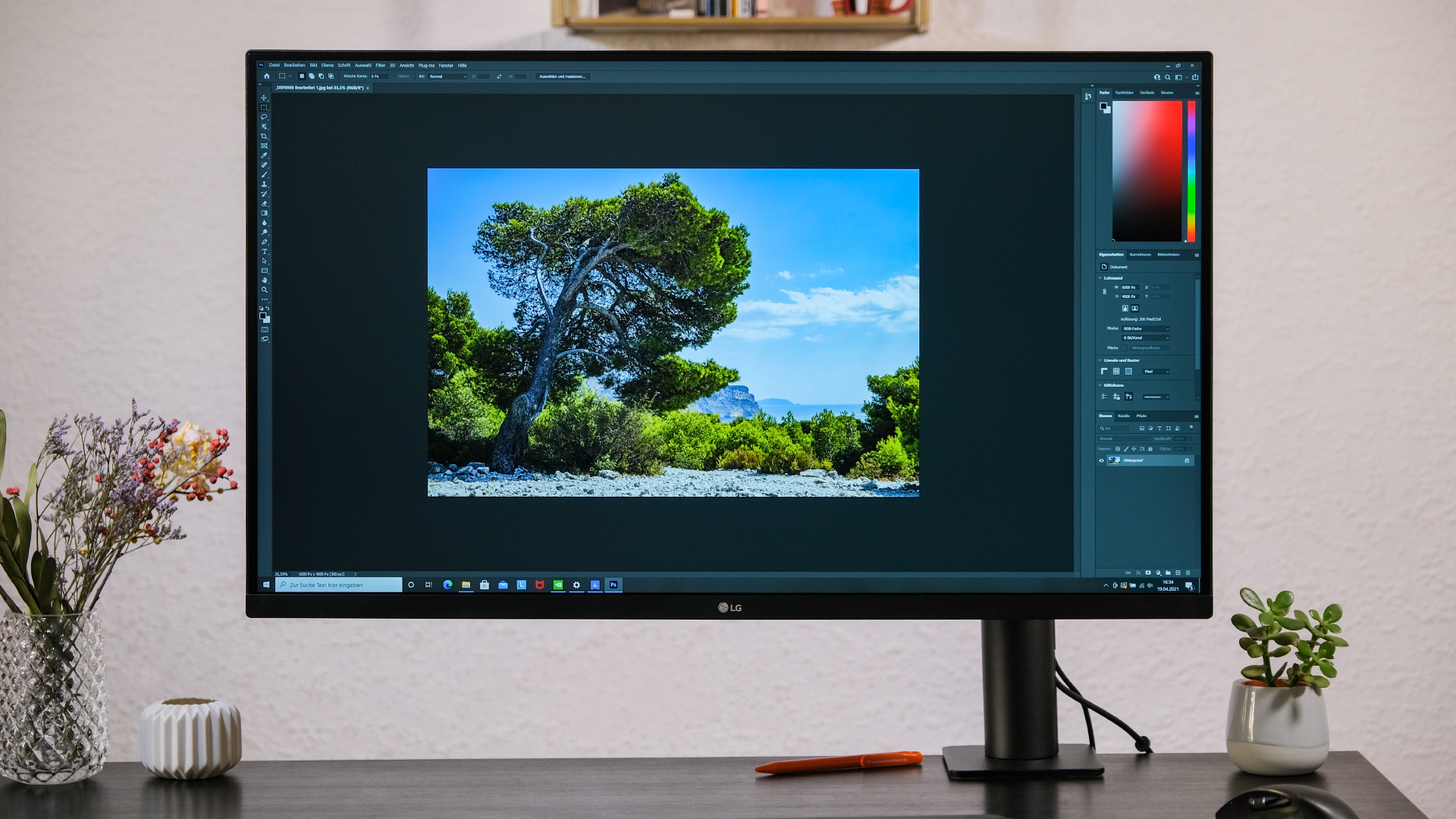 LG 32UN880-B Ergo Ultrafine Monitor Test Review Photoshop Frontal
