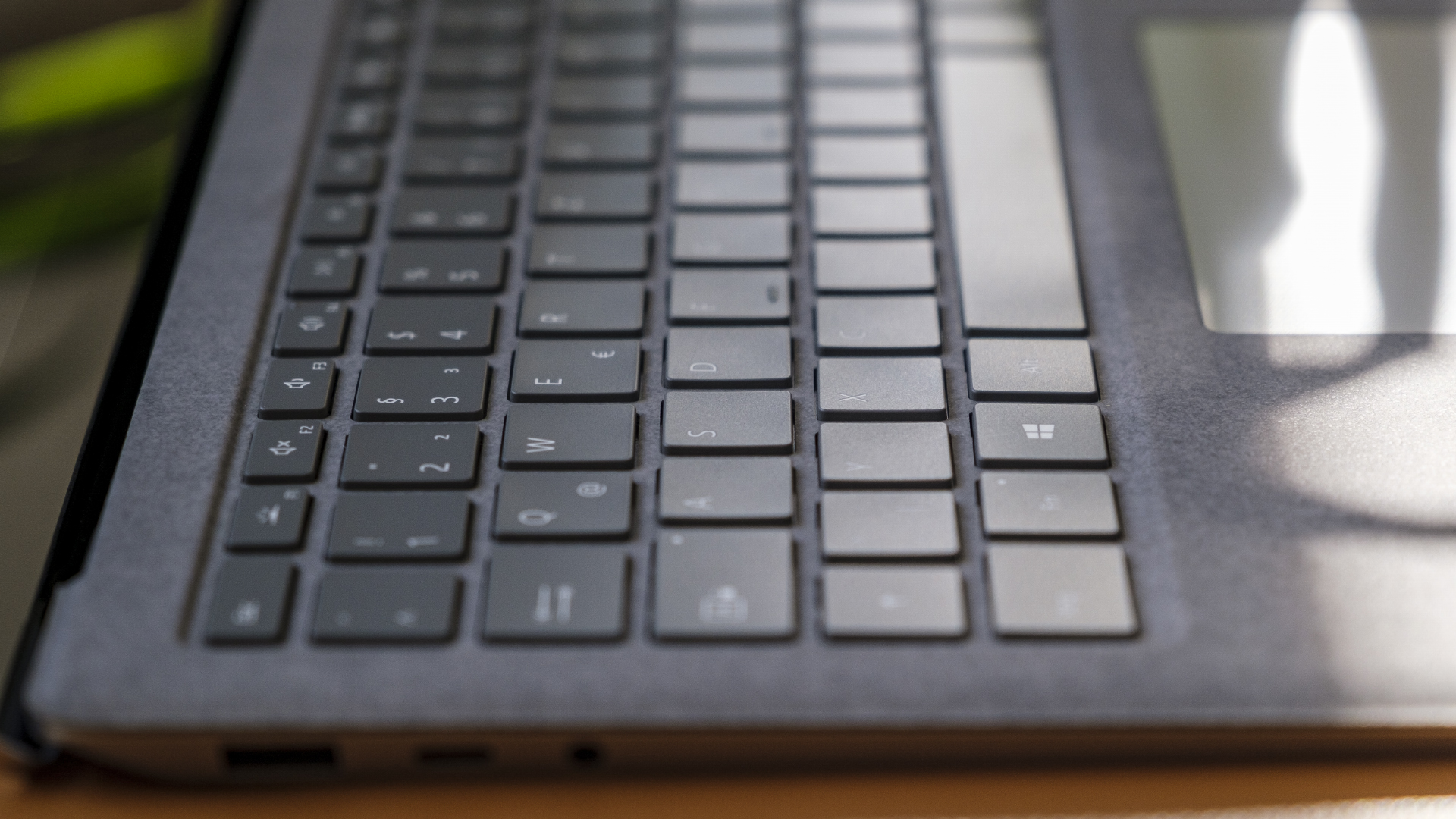 Microsoft Surface Laptop 4 13 5 AMD Tasten Close Up