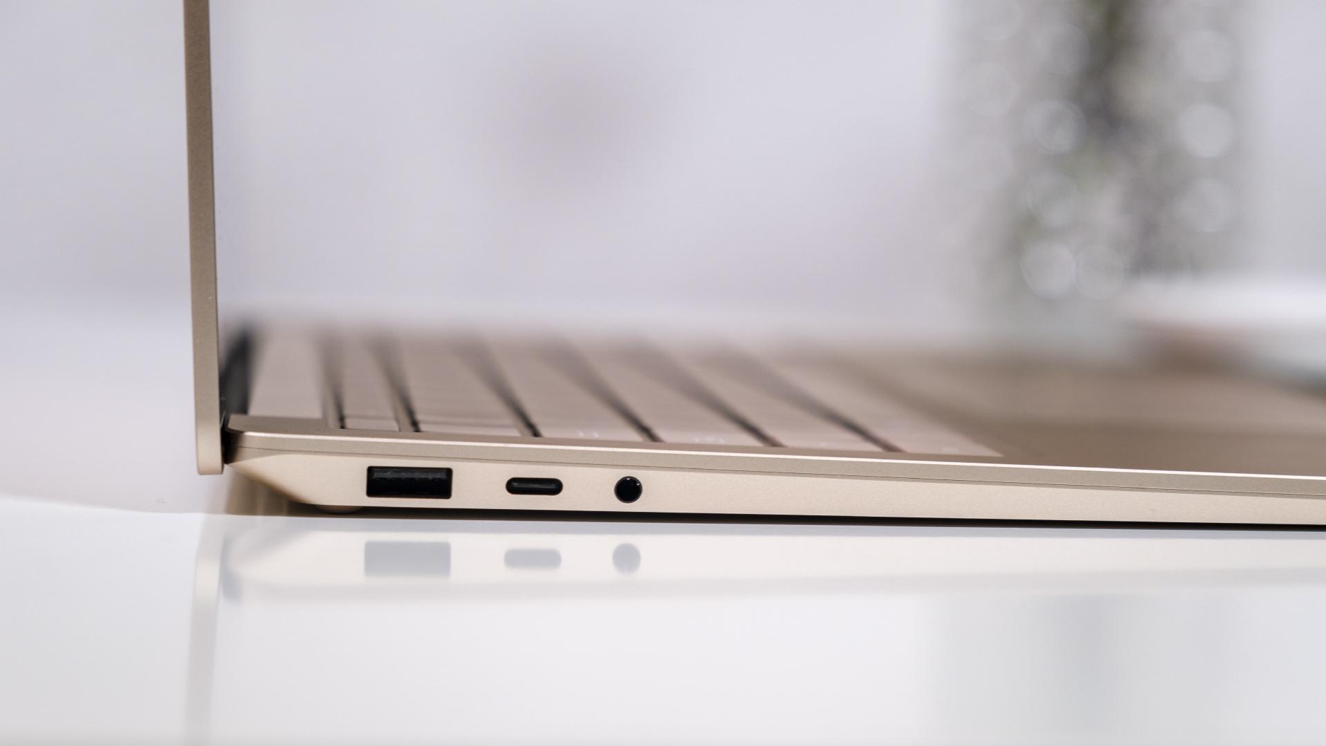 Microsoft Surface Laptop 4 13 5 Anschlüsse links