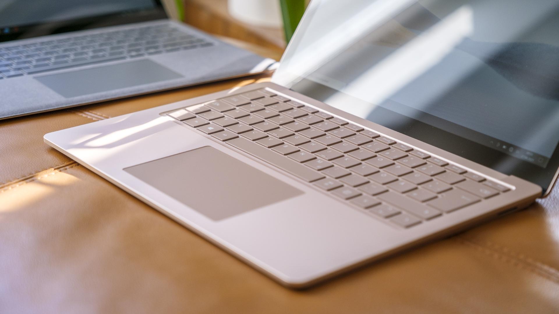 Microsoft Surface Laptop 4 13 5 Sandstein Intel Platin AMD