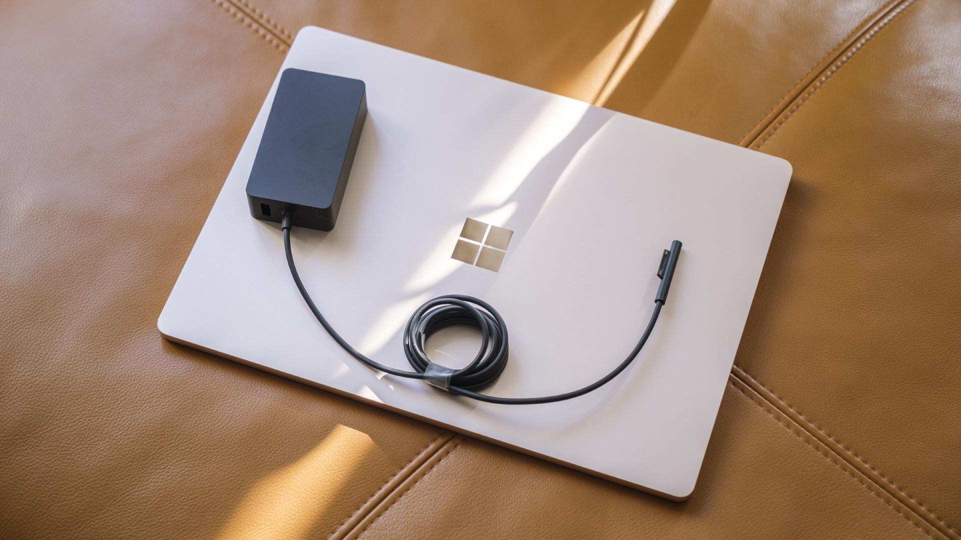 Microsoft Surface Laptop 4 Ladegerät