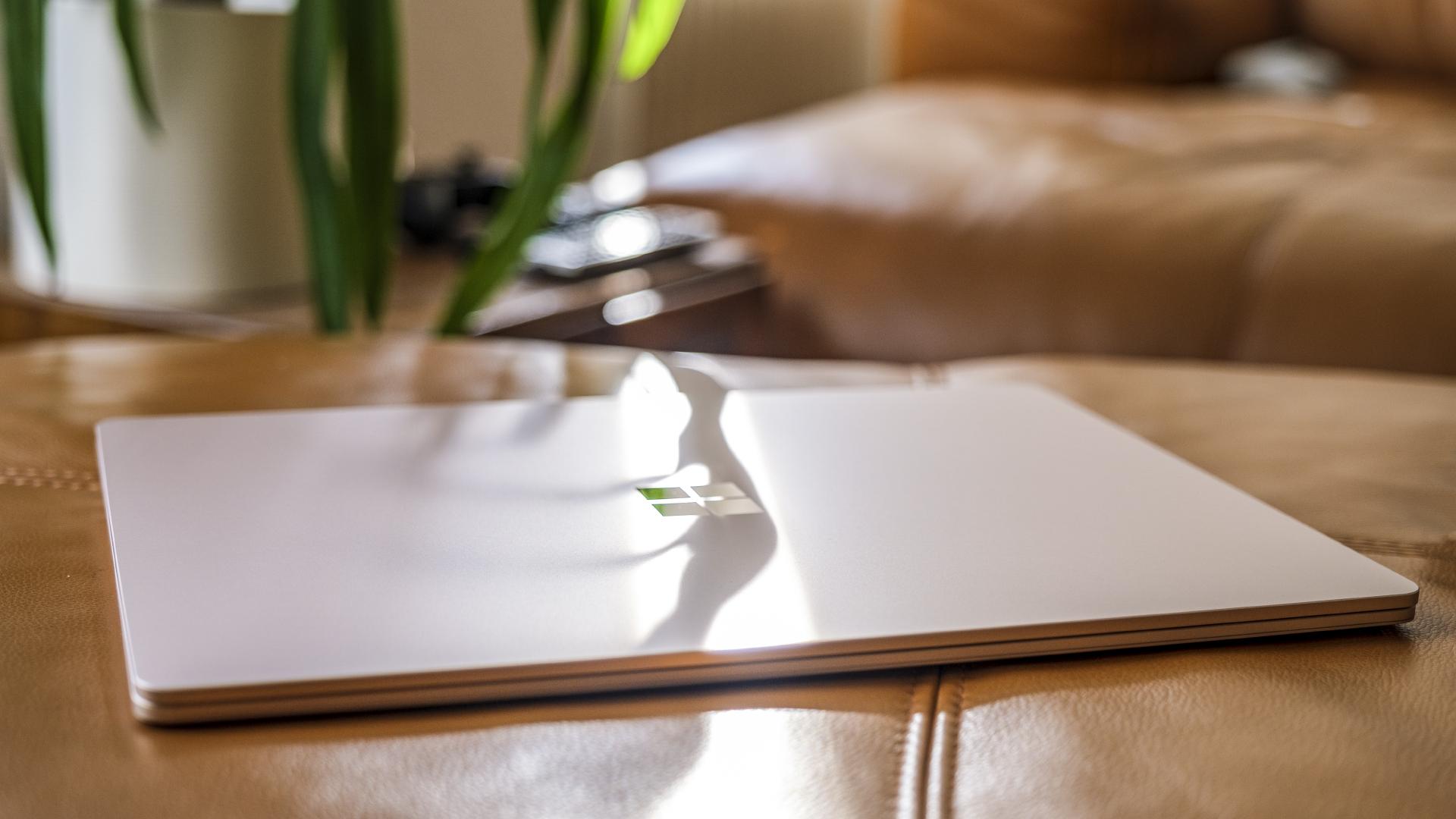Microsoft Surface Laptop 4 Symbol Sonne