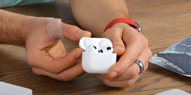 Apple AirPods 3 News Social