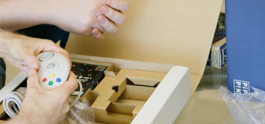 Apple Pippin console