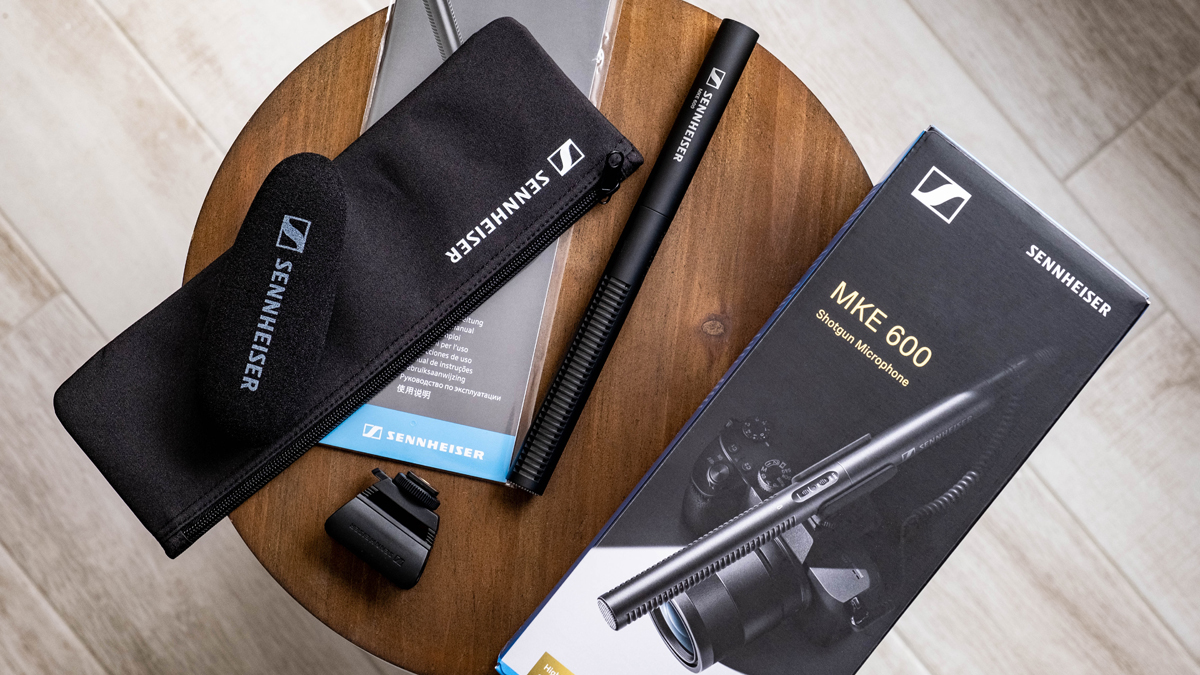 Sennheiser MKE 600 Review Whats in the box