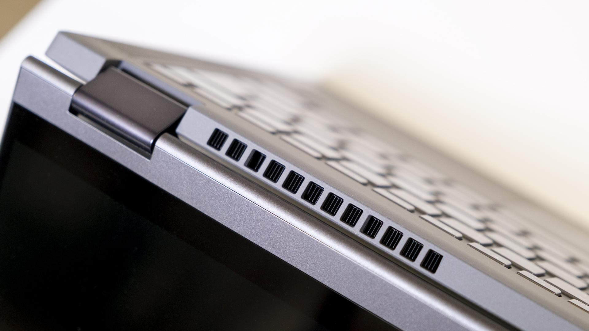 Lenovo IdeaPad Flex 5 AMD Ryzen 5700U Kühlauslass