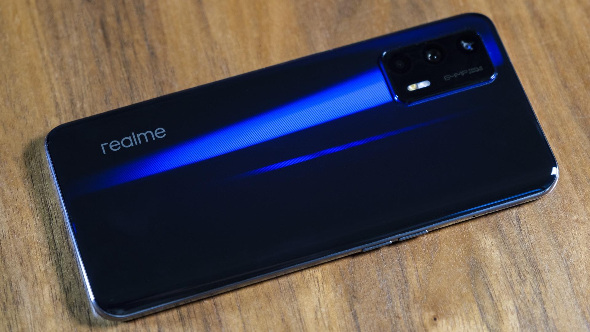 Realme GT 5G Rückseite Tisch