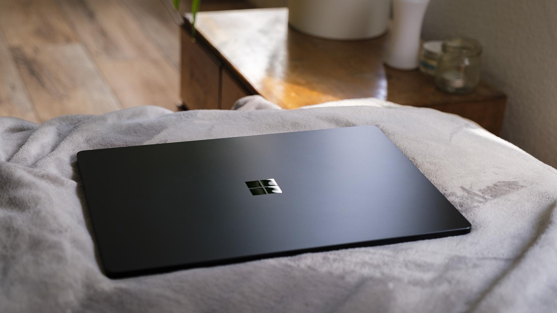 Microsoft Surface Laptop 4 15 AMD Ryzen Cover closed 2