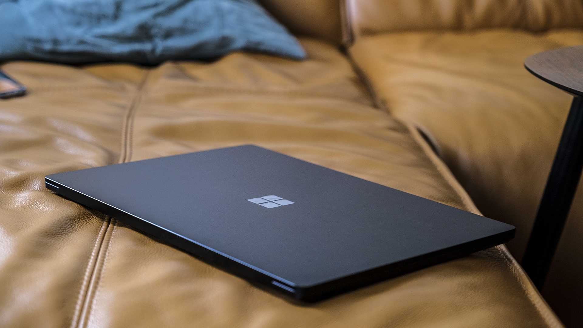 Microsoft Surface Laptop 4 15 AMD Ryzen Cover closed