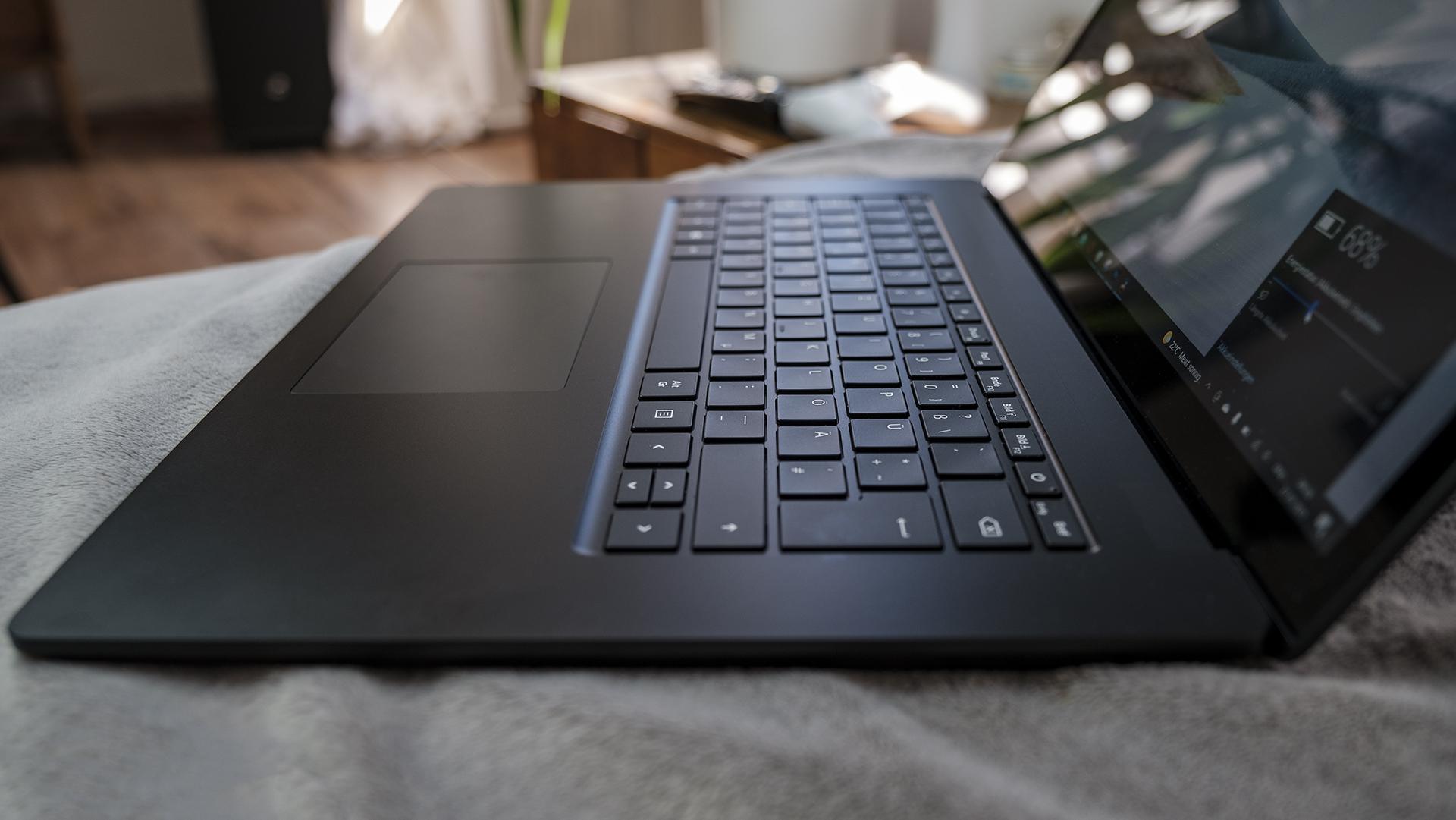 Microsoft Surface Laptop 4 15 AMD Ryzen Tastatur 2