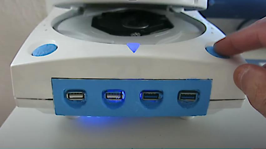 Case Mod: Computer mit AMD Ryzen-APU in einer Sega Dreamcast